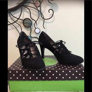 """NWT~Fabulous Kelly & Katie Lace Up 3"""" Pump"""